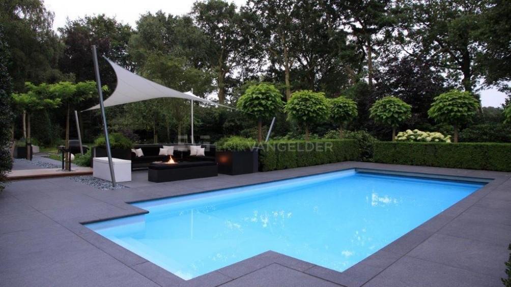 Luxe tuin - overzicht zwembad gedeelte.