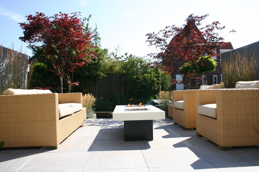 Moderne tuin met platoflex wanden in Den Haag
